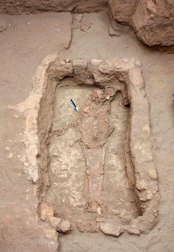 Arqueólogos peruanos tras los pasos del Señor Moche en plataforma anexa a huaca del Sol