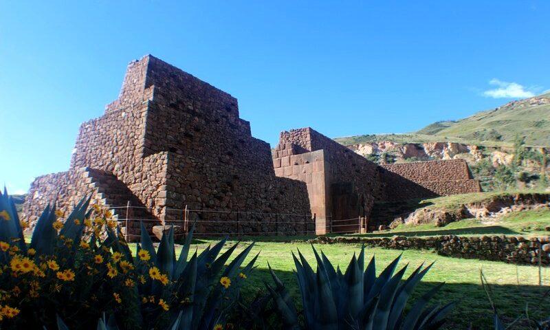 Portada de Rumiqolqa, ciudad prehispánica de Pikillacta, Cusco