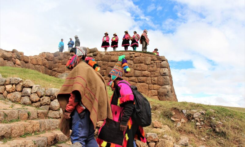 Comuneros de la Nación Q'ero comparten experiencias en textilería y artesanía, visitaron Chinchero